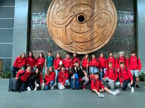 Estudiantes <small>en el aeropuerto de Vancouver</small>