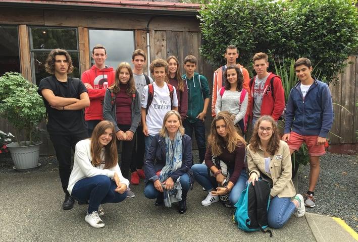 Carmen Codinach y estudiantes Cowichan Valley