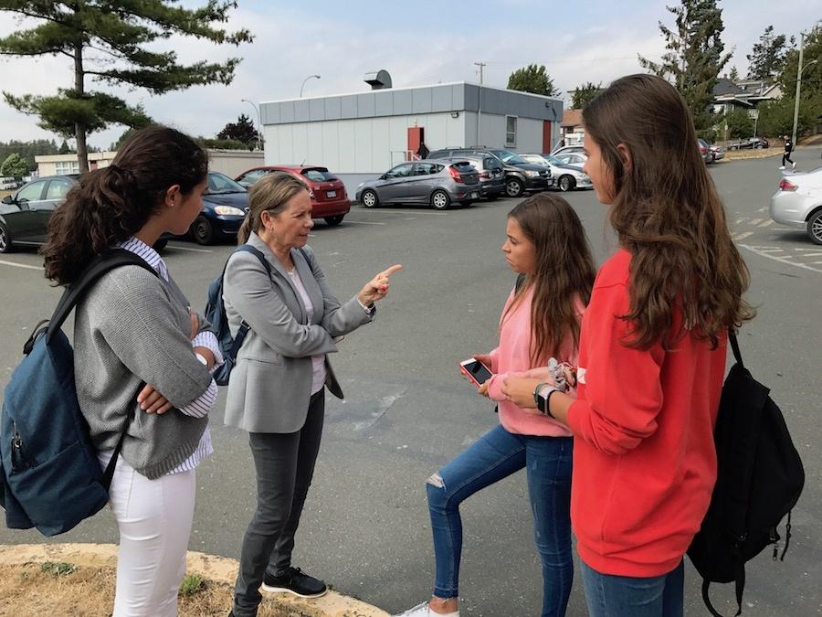 Carmen Codinach con estudiantes internacionales