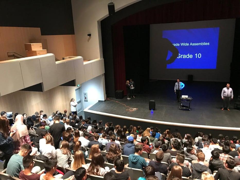 Auditorio en escuela canadiense
