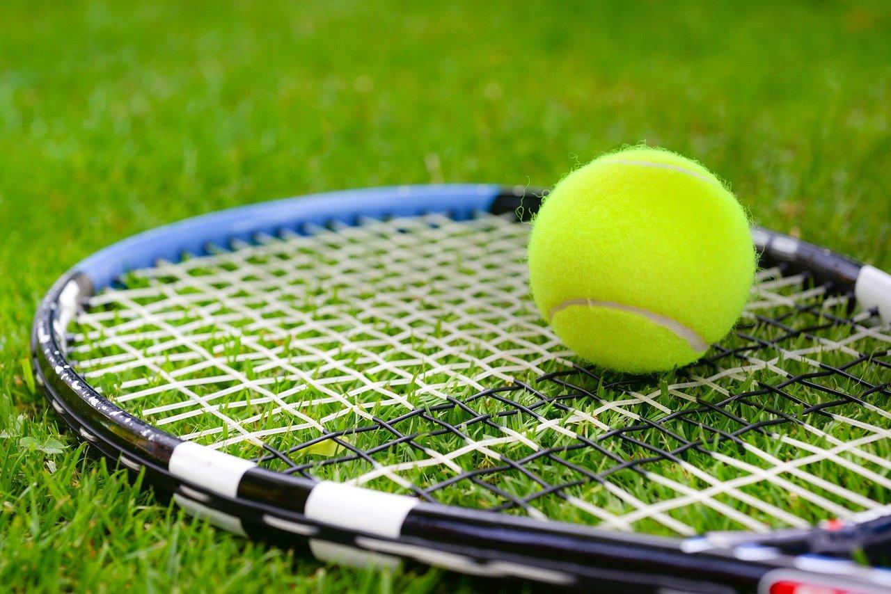 jugar a tenis en verano